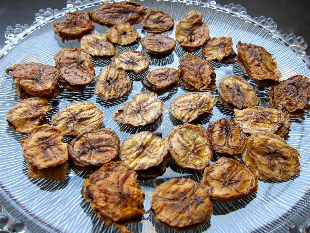 Banana Chips Hugging Dark Chocolate - Banan-Oreo