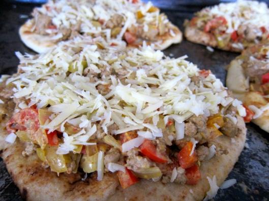 turkey, turkey recipe, turkey curry pizza, pizza, curry pizza, naan pizza, curry naan pizza, turkey curry naan pizza, pizza, easy pizza, recipe, recipes, easy pizza recipe, contest, turkey contest, jittery cook pizza, jittery cook naan pizza